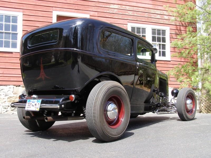 henry's sedan rear shot010